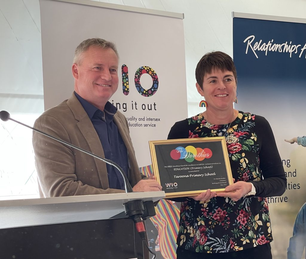 Photo of Jeremy Rockliff and Principal of Taroona Primary School receiving a Dorothies Award